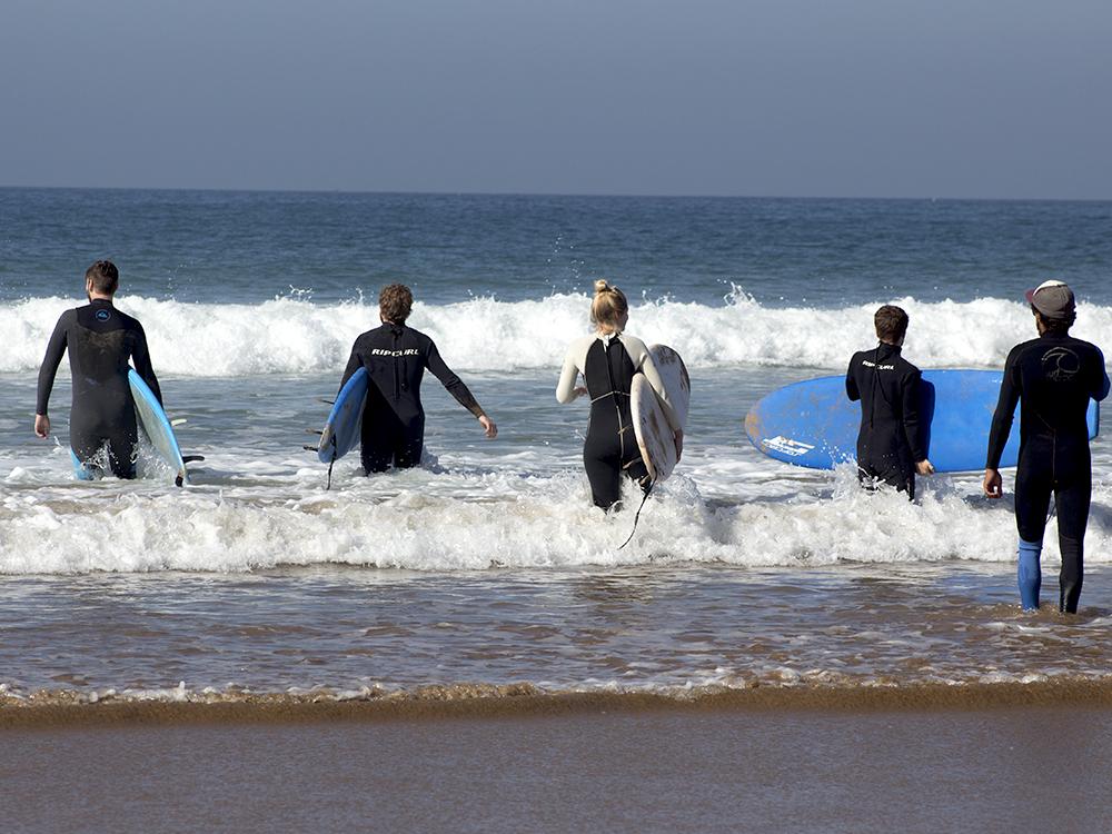 surfeurs à agadir
